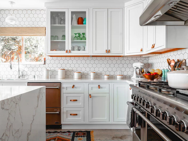 https://www.surfacerepairnetwork.com/wp-content/uploads/2019/05/Kitchen-tiles-renovation-clean-surface-repair-network.jpg